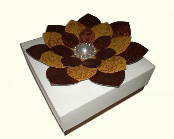 Virágos ajándékdoboz