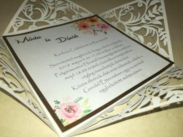 Virágos meghívó vágott mintával